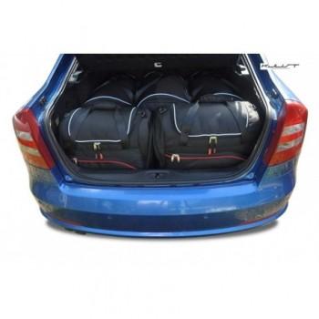 Maßgeschneiderter Kofferbausatz für Skoda Octavia Hatchback (2008 - 2013)